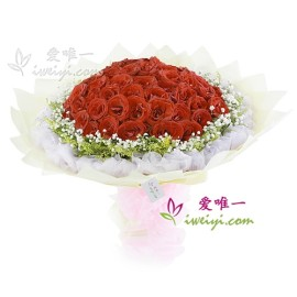 The bouquet of flowers « Long live true love» « 99 red roses »