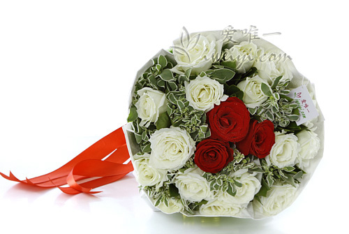 bouquet of white roses and red roses