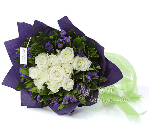 bouquet of white roses and purple statice