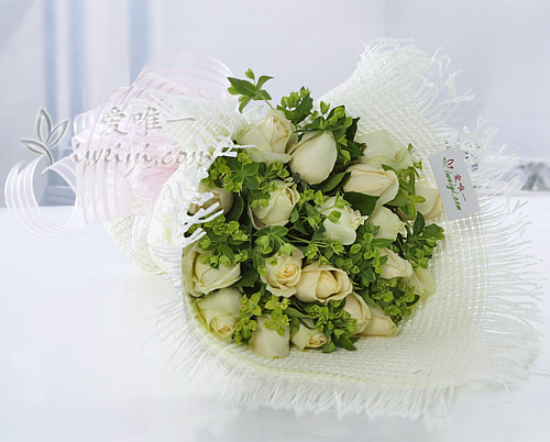 bouquet of champagne roses
