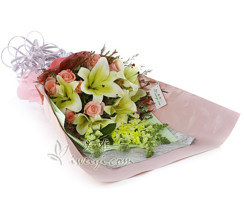 bouquet of pink roses and yellow lilies