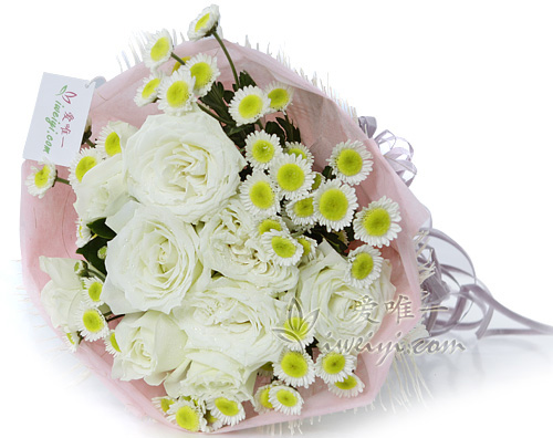 bouquet de white roses