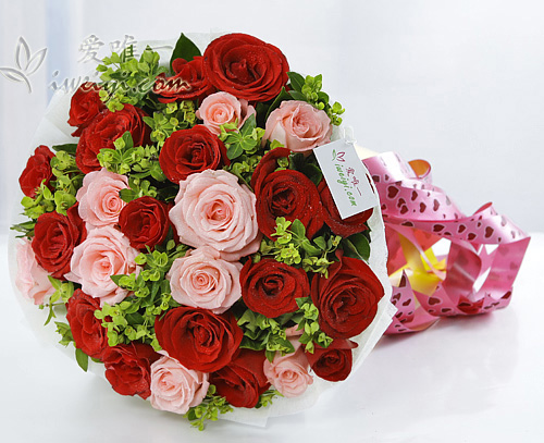 bouquet of red roses and pink roses