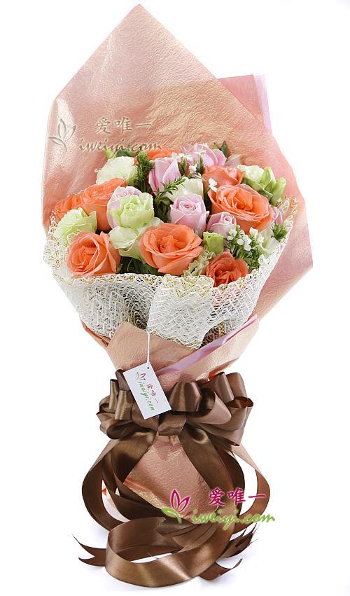 The bouquet of flowers « Love never fails »