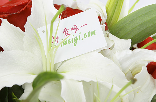 send a bouquet of red roses and white lilies to China
